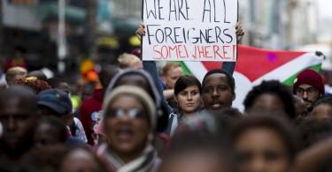Folla, immigrazione, psicologia e valore della vita umana