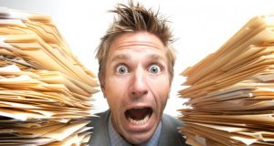 Uomo che grida, effetti negativi su salute e benessere
