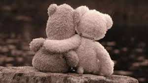 Oresetti abbracciati, significato di relazioni tra amore e dolore