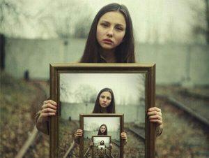 Immagine infinita come metafora psicologica della identificazione