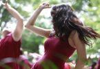 Donne danzano, terapia psicologica e spirituale